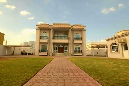 EnSuite room in huge villa shared by young expats! - Dubai - Villa