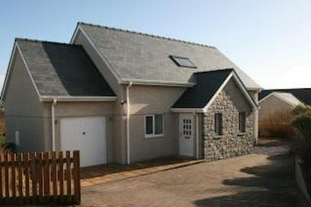 Modern, fresh holiday home by the sea. - Aberdaron