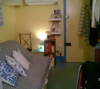Chambre petite mais mignonne - Paris - Apartment
