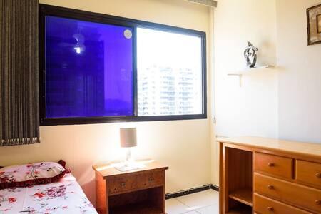 quarto barra tijuca frente praia - Condominium