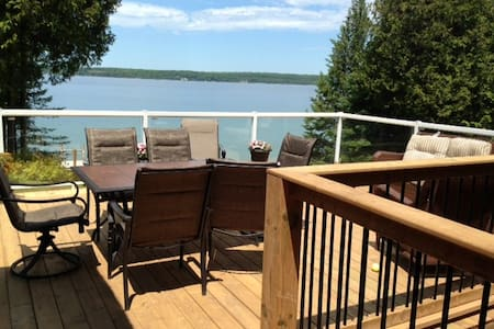 Waterfront, private access cottage - Chatka