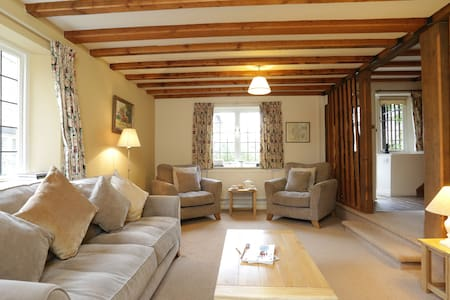 Emma Dent cottage.  Sleeps 5 - Chambres d'hôtes