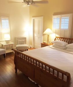 Private Key West Cottage - Bed & Breakfast