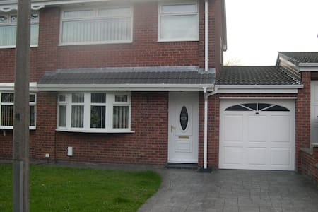 Very tidy comfy house with use of all rooms. - Westhoughton - Hus