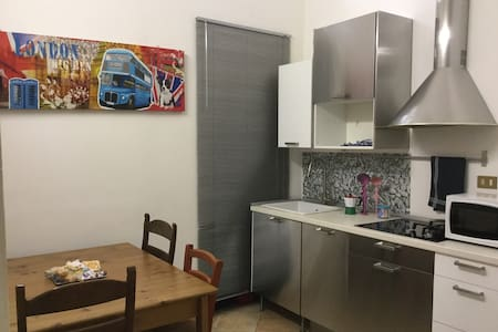 TUTTI I CONFORT VICINO AL CENTRO - Apartment