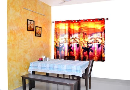 Private Room 2 with Gardenview at luxury  Condo - Ahmedabad - Bed & Breakfast