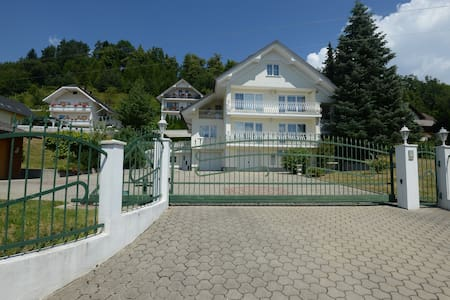 Spacious Villa with Private Garden near Lake Bled - Vila
