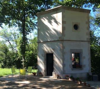 La Tour Hexagonale pour 2 - House