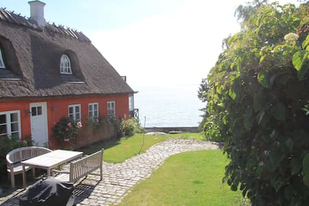 Charming house directly to the sea - Humlebæk - Huis