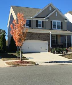 Three bedroom family home in quiet Neighborhood - Mechanicsville - Rumah