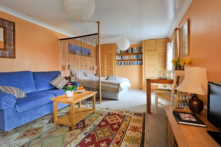 Self contained studio flat - Sweffling - Apartment