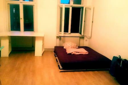 Altbauzimmer in Neuköllner-WG - Berlin - Wohnung