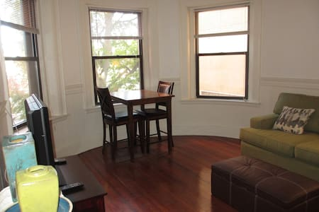 Inexpensive in a great area - Cambridge - Apartment