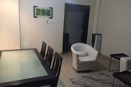 2.5 BR Luxurious Apartment @ Heart of City - Apartament