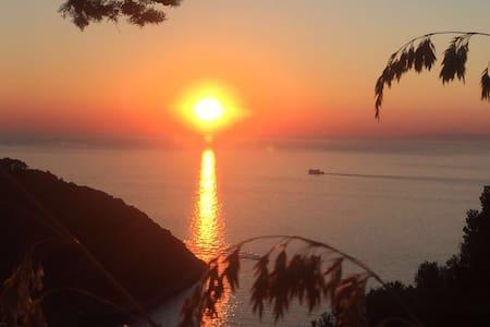 VILLA VELTA SEA SUNSET - TRIPLE - Porto Santo Stefano - Wohnung