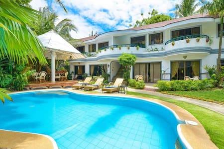 Leisure Apartment near White Beach w. Pool / Bar - Malay