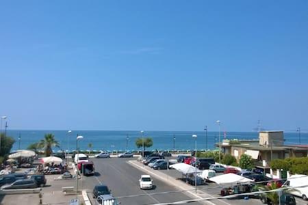 Girasole-Sul mare, tra Roma, Napoli, isole, terme - Lägenhet