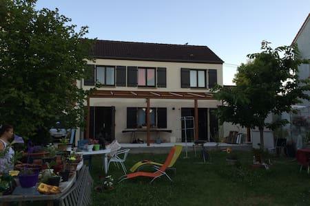 Maison de poètes - Hus