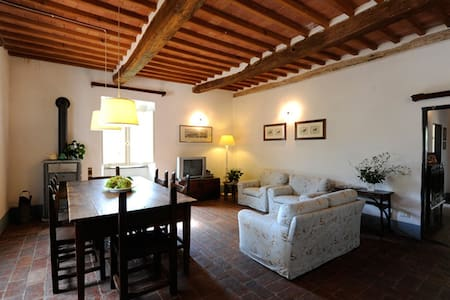 1) Country house with 7000m2 garden - Casano