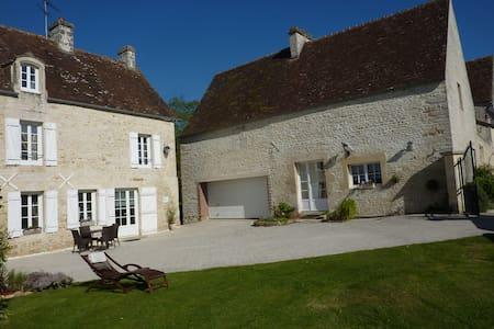 """Gîte """"Clos la Cerisaie""""- charme et tranquilité - House"""