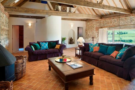 BEAUTIFUL BARN CONVERSION - North Barsham