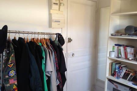 Small Room in the center of Paris - Paris - Apartment