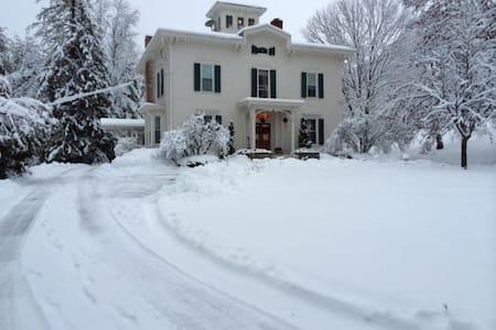 Historic Mansion - Rutland - Bed & Breakfast