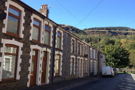 Welsh miners cottage experience - Rhondda Valley - Rumah