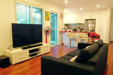 Lovely, Serene Inner West Apartment 20 min to City - Hurlstone Park - Apartamento