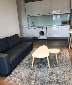 Modern bedroom with living room - Fairview Heights - Auckland - Hus