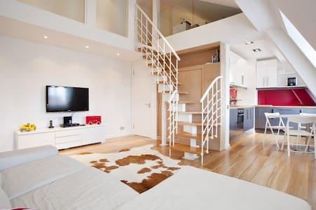 Spectacular duplex two bedroom flat in Soho - Lejlighed