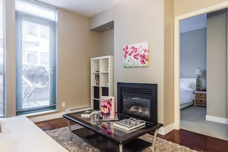NEW! MODERN 1 BR APT WITH PARKING! - Vancouver - Apartment
