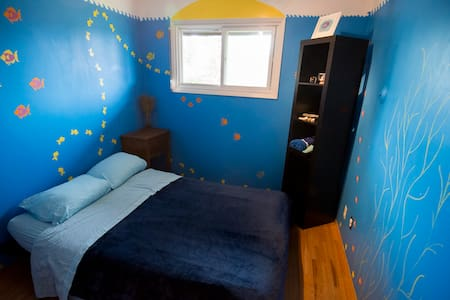 Funky Ocean Room | NE, off Hwy 16 | Speedy Wifi - Ház