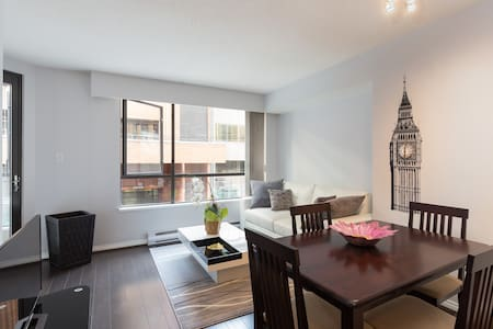 Downtown Condo In Perfect Location - Wohnung