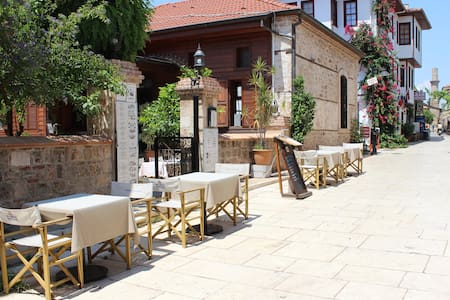 Basic Double Room in Old town #2 - Muratpaşa - Bed & Breakfast