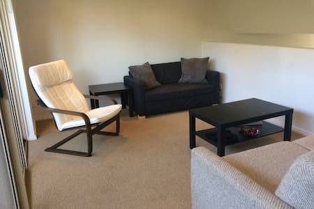 Comfort Sunny Bedroom - 5 mins to Box Hill Station - Box Hill - House