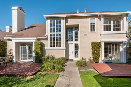 Private Room w/ One Queen & Full bath - Foster City - Haus