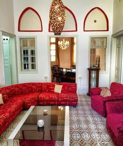 Charm House in heart of Achrafieh, quiet street - Hus