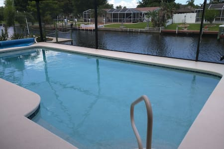 WaterFront Home w/ Heated Pool, Private Bed/Bath - Cape Coral - Maison