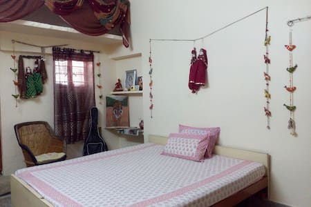 Private Room Jaipur Nr Airport Free WiFi - Aamiaismajoitus