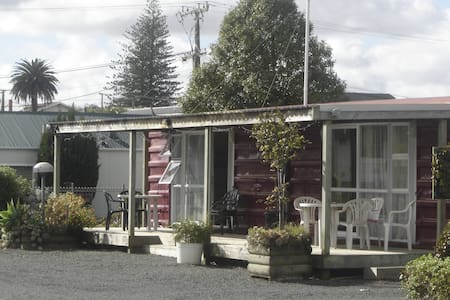 Dargaville Campervan Park and cabin - Dargaville - Zomerhuis/Cottage