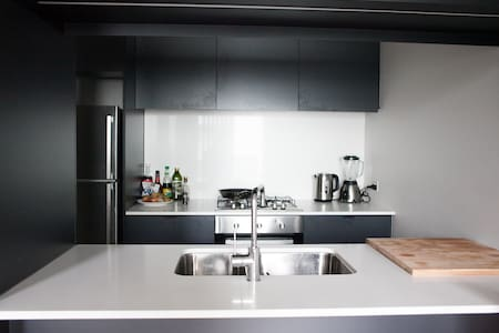 Room in a modern apartment near Fitzroy & CBD - Collingwood