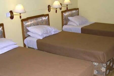 HOSTEL ROOM WITH WIFI - Slaapzaal