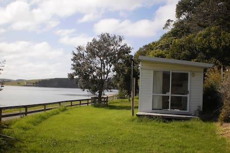 Cabin on the Kaipara Harbour. - Cabanya