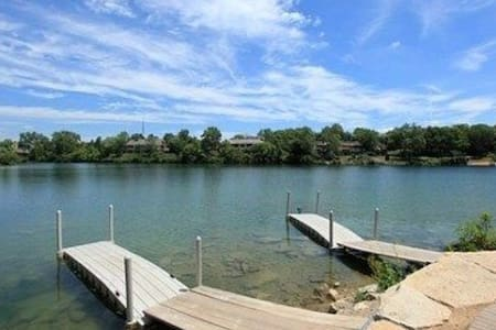 Homey 2bd with patio on the lake ! - Columbus - Appartamento