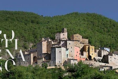 Castello di Postignano: Let yourself unwind. - Sellano