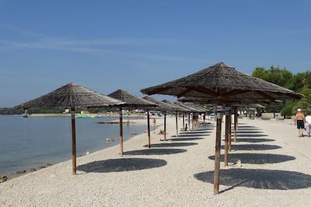 Ruhige Lage nähe von Strand - Vir