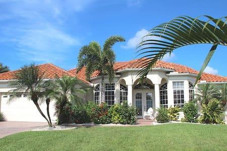 Urlaub unter Palmen in Florida, am Golf von Mexiko - ケープコーラル
