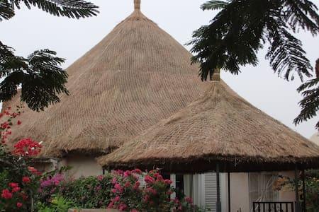 Villa bord de mer (50 m de la plage ) - Saly - Villa