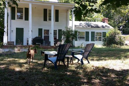 Country house in city, 2BR 1BA, Pet Friendly - Hus